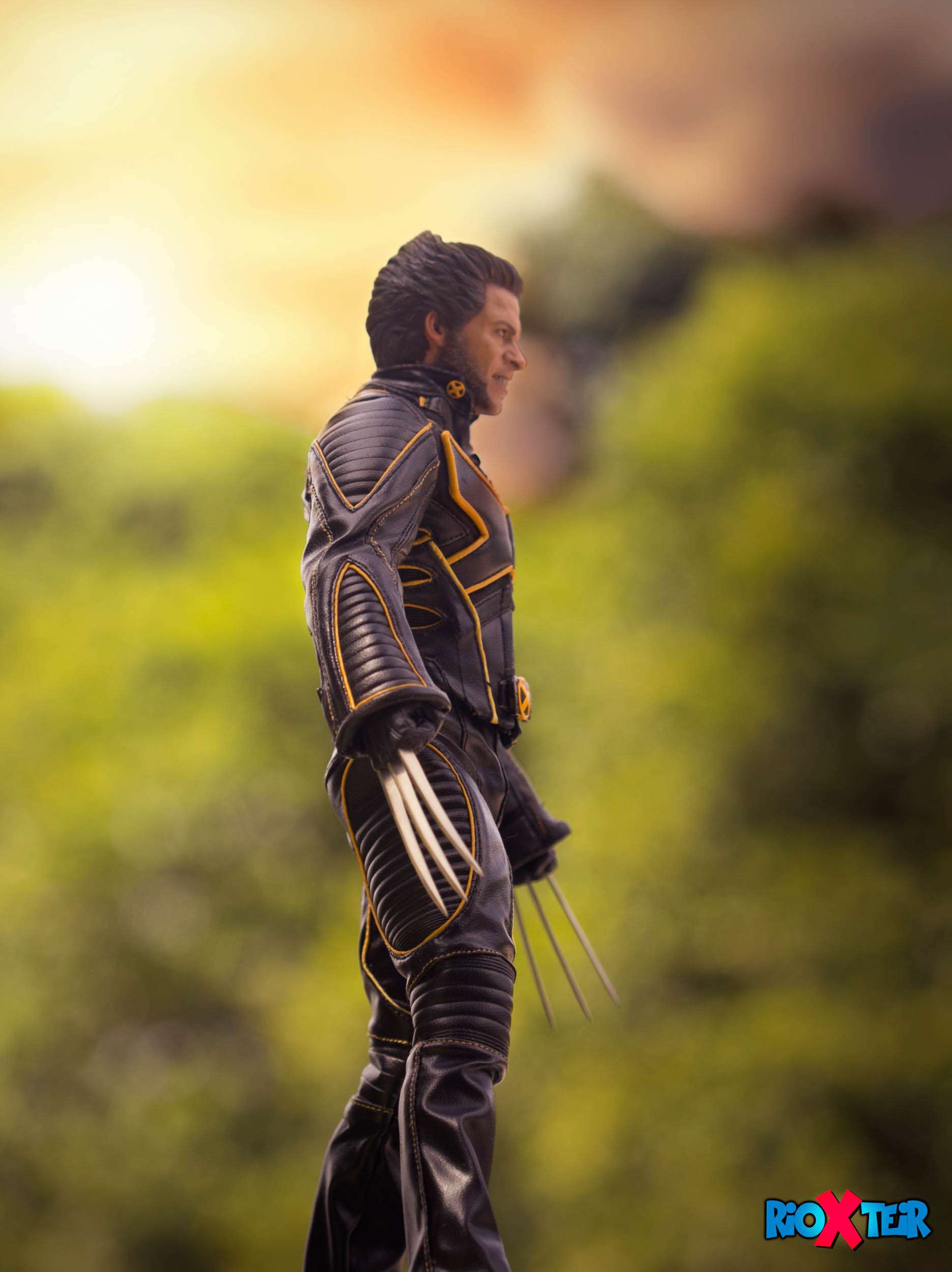 Hot Toys Wolverine Stands Still