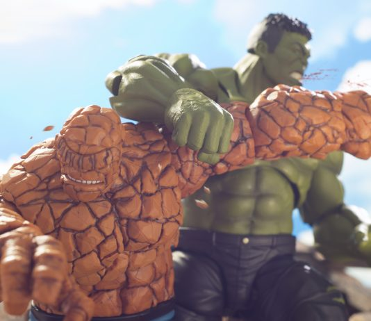 The-Thing-versus-Hulk-brawling-each-other